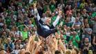 Jasikevicius fue manteado por sus jugadores tras conquistar la liga lituana
