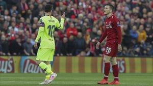 Leo Messi recrimina a Andrew Robertson su fea acción en el Liverpool-FC Barcelona del pasado curso