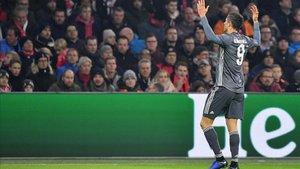 Lewandowski anotó dos goles ante el Ajax y suma 8 en toda la Champions
