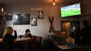 Los bares se han convertido en los nuevos estadios de fútbol