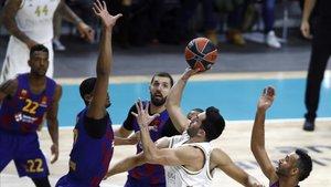 Los jugadores de Barça y Madrid no son, a l parrecer, partidarios de reanudar la liga