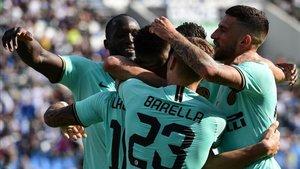 Los jugadores del Inter celebrando la victoria ante el Sassuolo