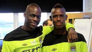 Mario y Enock, en su etapa en el Manchester City