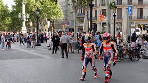 Márquez y Pedrosa pasean por Barcelona