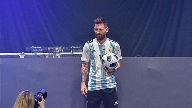 messi estrena la camiseta de argentina para el mundial 2018