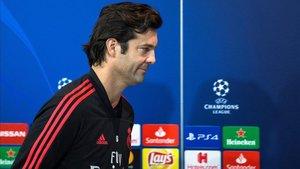 A Santiago Solari no le hace ni pizca de gracia que le pregunten por Isco, Marco Asensio... y Modric