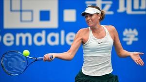 Sharapova sufrió más de lo previsto pero pasó ronda en Shenzhen