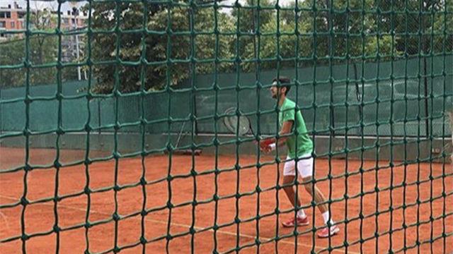¡Djokovic muestra su versión zurda en Belgrado!