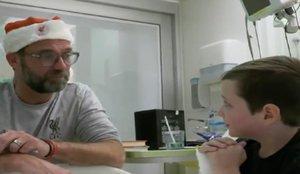 La emoción de un niño tras la visita de Jürgen Klopp a un hospital