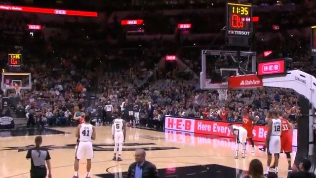 El emotivo homenaje a Kobe de San Antonio y Toronto en pleno partido