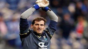 Iker Casillas se ríe de sí mismo por su apariencia en 2004 | El Intransigente