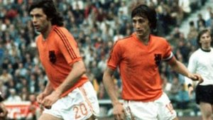 Imagem de archivo de Suurbier junto a Cruyff