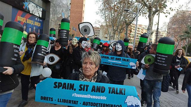 Imágenes de la protesta en los aledaños del Camp Nou