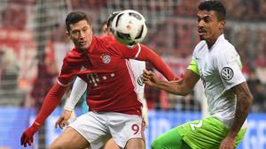 Lewandowski y sus compañeros siguen adelante en la Copa