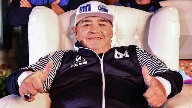 Maradona seguirá en el Lobo hasta 2021