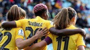 Oshoala celebra uno de sus goles a la Real Sociedad