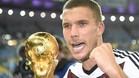 Podolski deja la Mannschaft a los 31 años