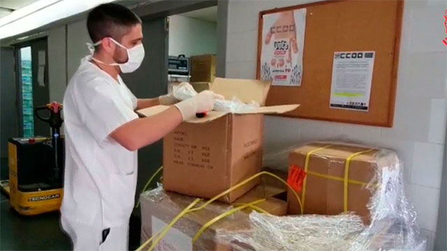 Sanidad comienza a repartir el material sanitario llegado en dos vuelos de China a Valencia