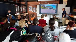 Servei Català de Transit otorgaba clases de formación acompañado de vídeos de seguridad vial.