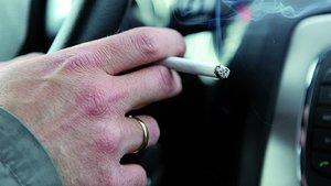 Fumar al volante.