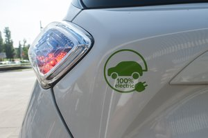 Un coche eléctrico en la Feria del Vehículo Eléctrico de Rubí.