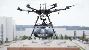 El Grupo Sesé envía componentes a Seat con un dron.