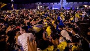 La afición del Cádiz celebrando el ascenso