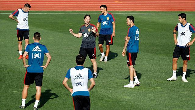 Ante la ausencia de Luis Enrique, Robert Moreno dirige el primer entreno con la selección