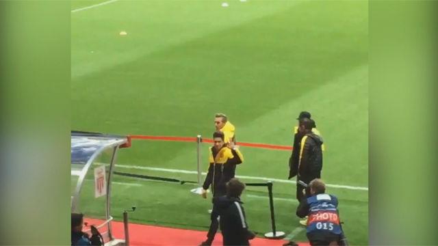 Así recibió la afición del Dortmund a Bartra