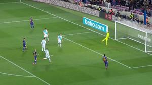 El balón de Messi impactó en el palo