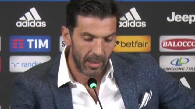 Buffon fue despedido con una sonora ovación
