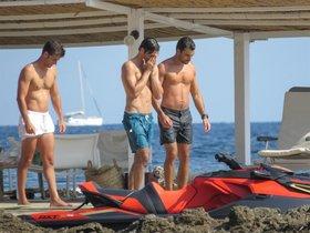 Carlos Sainz, con sus amigos en Mallorca