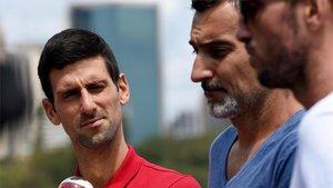 Djokovic se fotografió con el trofeo de campeón de la ATP Cup