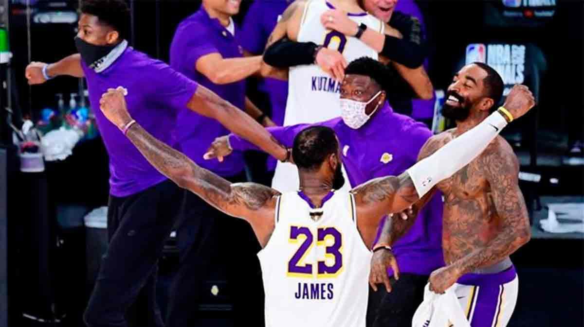 El espectacular matazo de LeBron James