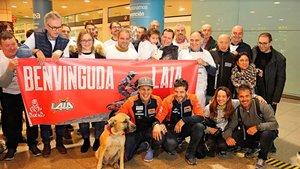 Familiares y amigos dieron la bienvenida a Laia en El Prat