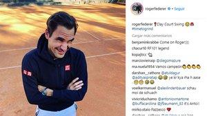 Federer completó su primer entrenamiento sobre tierra