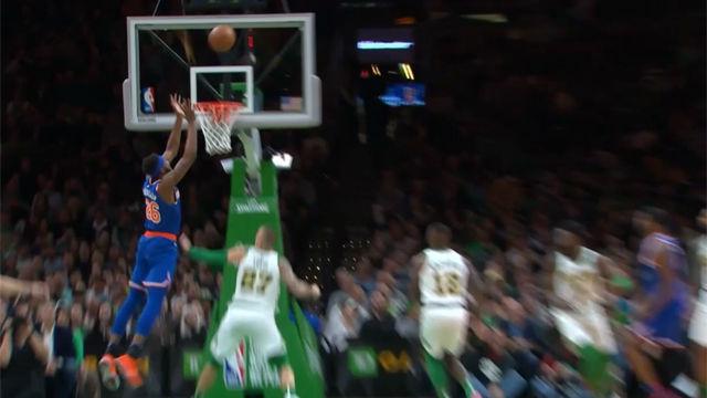 Gran mate de Robinson ante los Celtics