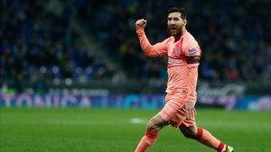 Leo Messi celebra uno de sus goles ante el Espanyol
