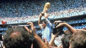 Maradona jugó hasta en seis clubes distintos a lo largo de su carrera