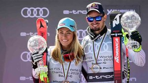 Mikaela Shiffrin y Dominik Paris, en el podium