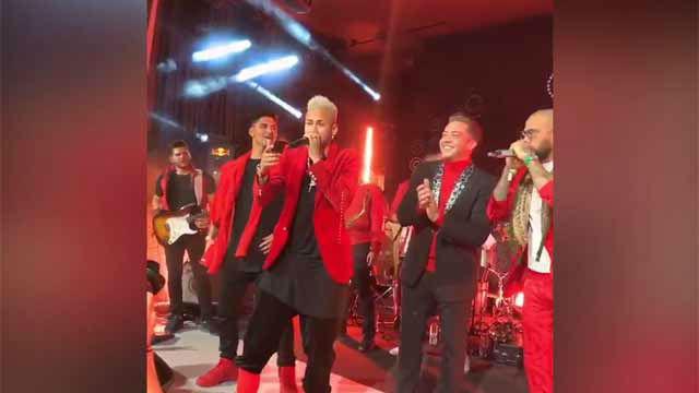 Neymar bailó y cantó junto a Alves y Mbappé en la fiesta de su cumpleaños