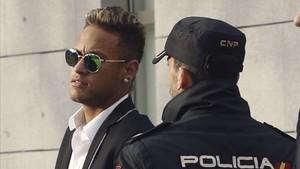 Neymar tendrá que pasar por el banquillo de la Audiencia Nacional