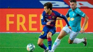 Riqui Puig, en acción durante el Barça - Osasuna