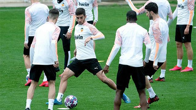 El Valencia entrena antes de viajar para enfrentarse al Atalanta en Champions