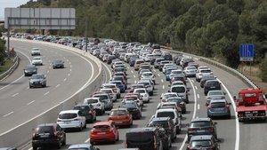 Los coches eléctricos siguen creciendo, aunque la gasolina representan el 59,3% del mercado.
