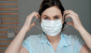 Un año después del inicio de la pandemia, la OMS recomienda usar la mascarilla a toda la población