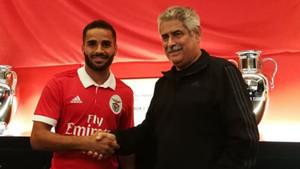 Douglas fue presentado como jugador del Benfica
