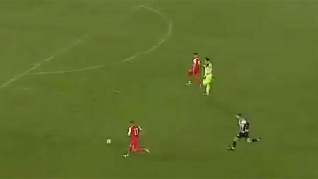 El futbolista que no sabía qué es un fuera de juego: cómo fastidiar un gol de tu equipo de la manera más absurda