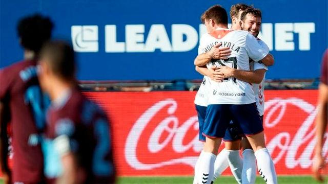 Un golazo salvador de un culé da la victoria a Osasuna