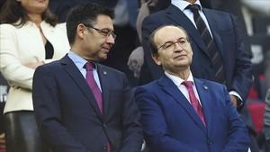 Josep Maria Bartomeu y José Castro deben encontrar una solución al problema de la Supercopa de España